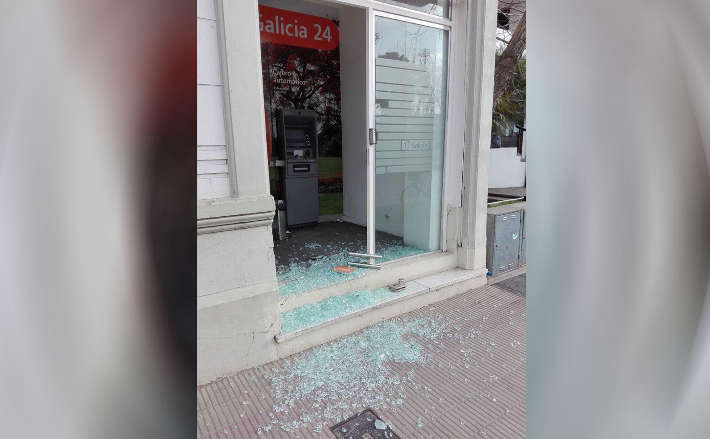 Vandalismo en el cajero del banco galicia infociudad for Banco galicia busca cajeros